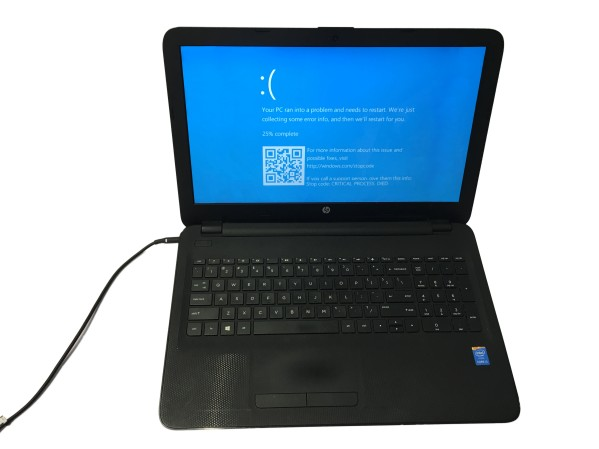 Hp Laptop connected to power showing software error